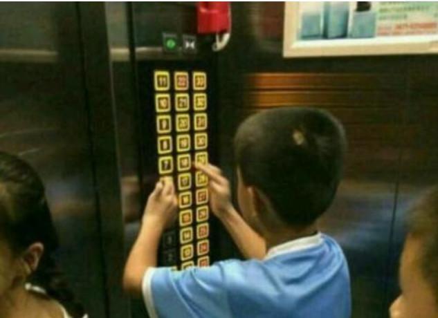每天乘坐的电梯,对孩子来说,可能存在着一些危机,父母不可大意