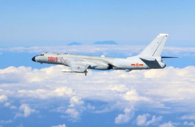韩俄战机狭路相逢,F16数次警告无效,当场射出360发炮弹