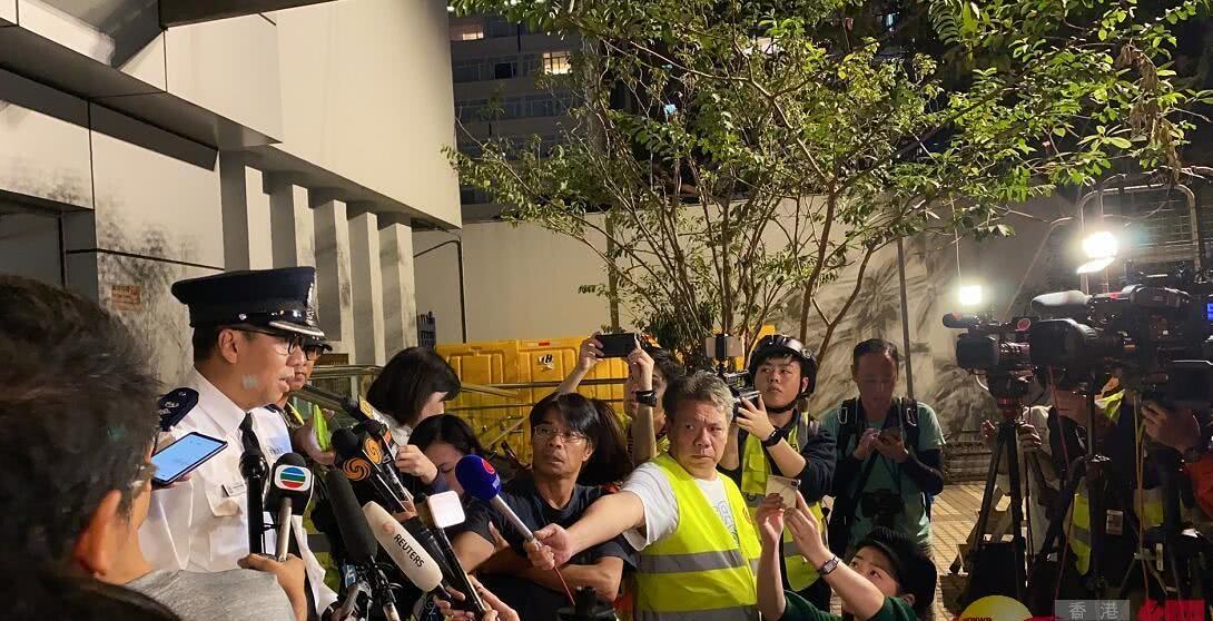 港警:将派谈判专家进入理大,暂无拘捕行动
