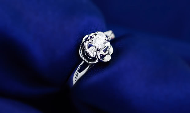 铂金戒指多少钱?它的价格由哪些因素决定?