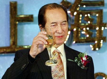 同是香港富豪家产纷争,赌王四房混战,为何李嘉诚二子不争不抢?