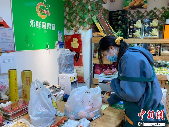 """上海明天华城""""隔离""""居民:二次核酸检测有序 小区封闭""""心""""不封"""