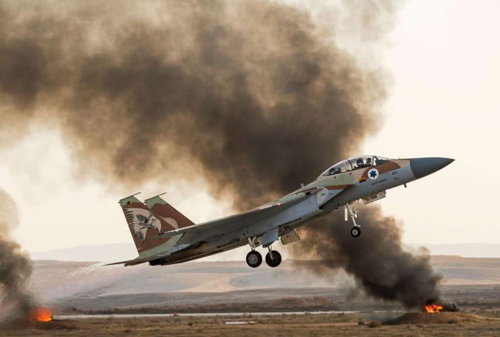 不宣而战!以色列大年夜批战机再次越境,摧毁伊朗多个军事基地