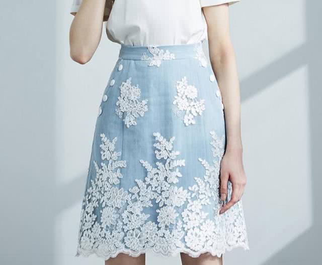 心理学:你觉得穿哪一件半身裙最美?测你初吻在几岁失去,我20