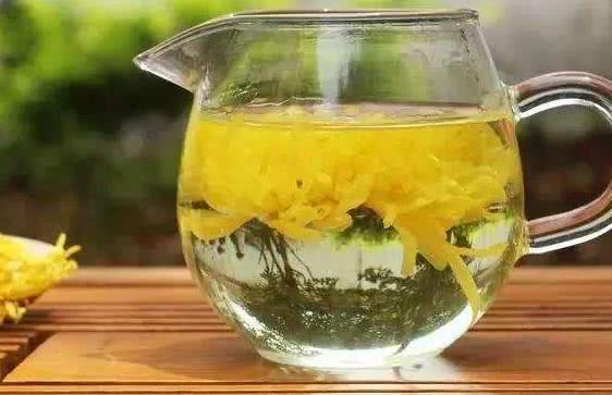 每天泡一杯菊花茶,3个好处登门拜访,得来全不费工夫!