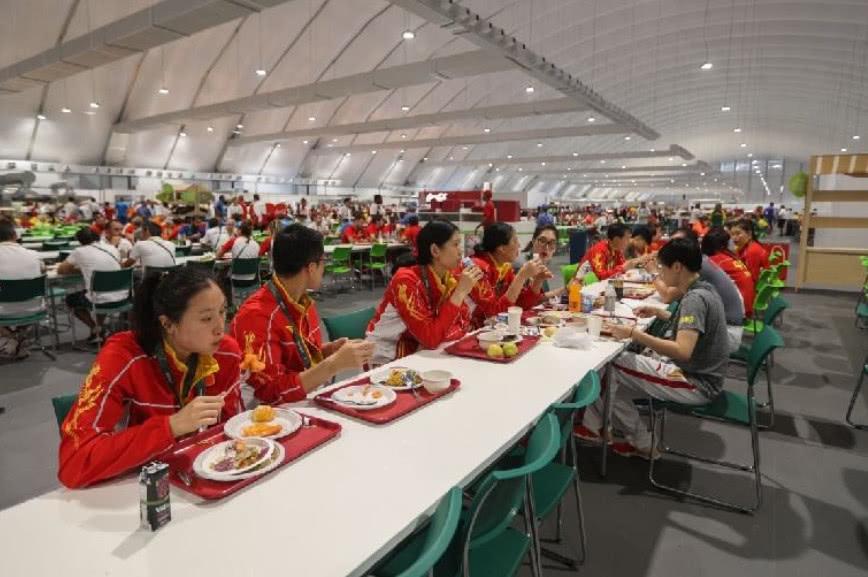 孙杨风光夺金的背后,看到曝光的训练餐,网友:太不容易了!