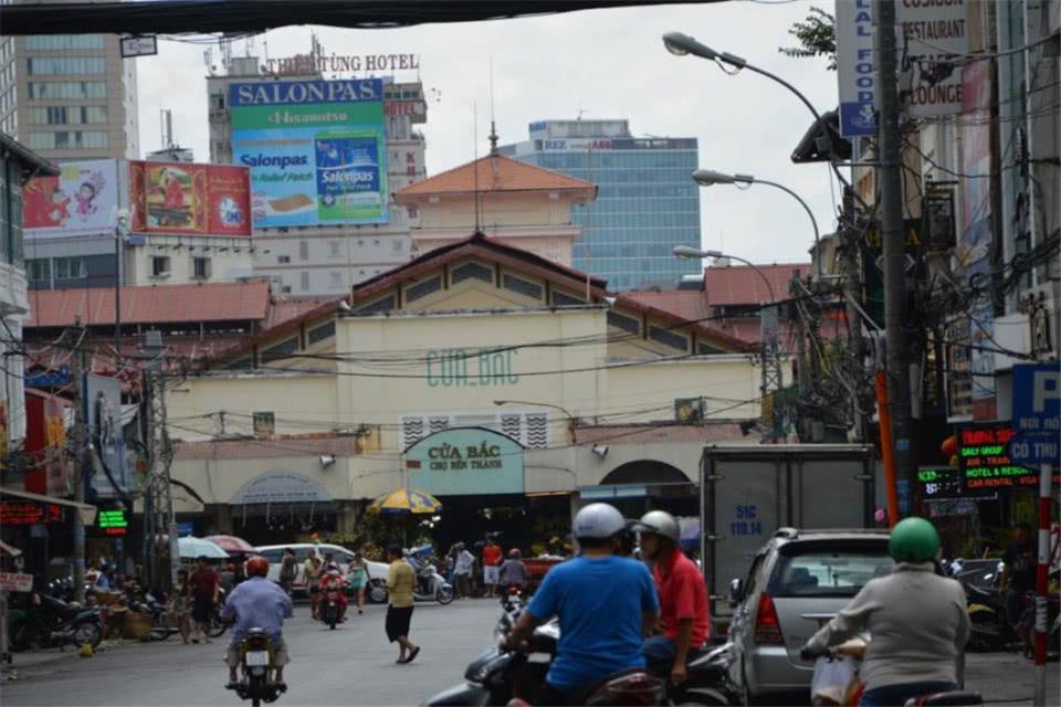 游客发现越南街头摆放大量人民币,看完才知其中猫腻,你中过招?