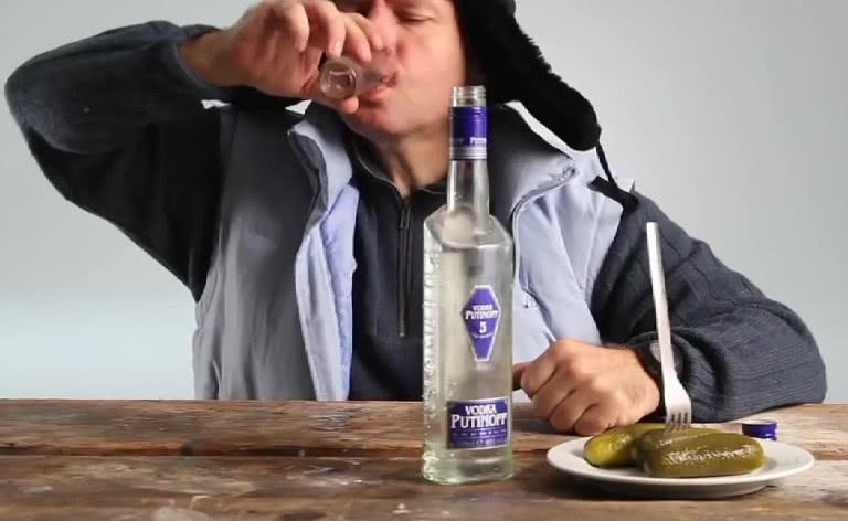 <b>伏特加相当于我国酒精酒,为何在国际上很受认可呢?原因很现实</b>