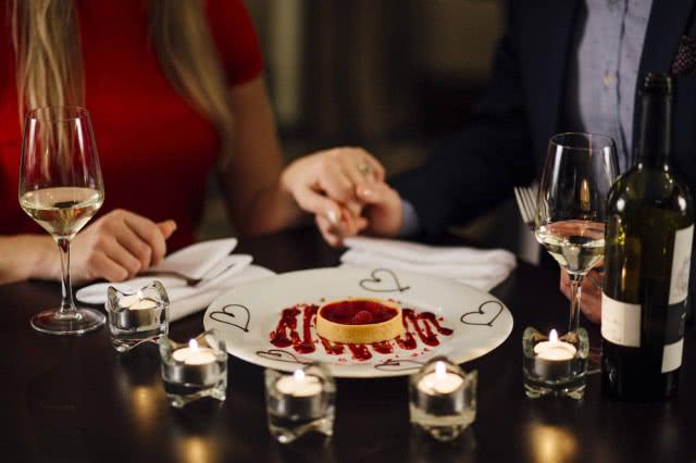 <b>女性结婚要找个有钱的吗 如何正确看待婚姻</b>