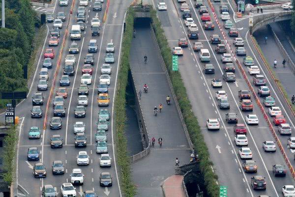 私家车载人率不到三成引各方热议 城市治堵良方安在?