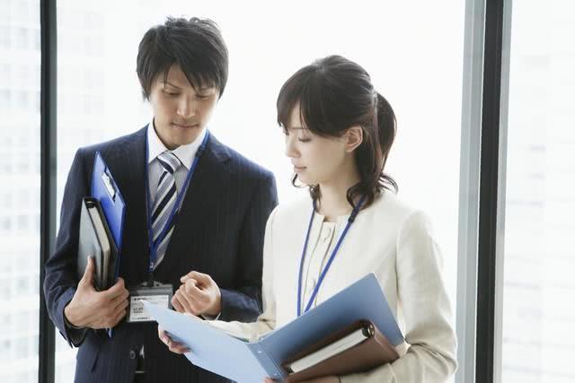 男子每天加班到9点反遭领导训斥:你上班时间太长了!