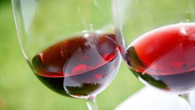 研究:红酒有益肠道健康和降低胆固醇,每两周喝一杯就可能获益