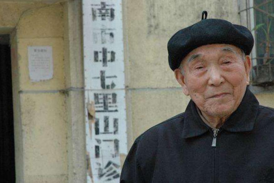 日军逃兵留在中国赎罪,娶上中国媳妇,每周六日免费给人看病