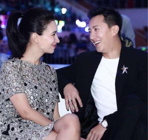 韩庚卢靖姗月底结婚两人婚礼请柬曝光,卢靖姗回应:等官宣吧!