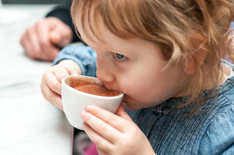 别再大意啦!这些东西别再给孩子吃了!儿童饮品或致窒息