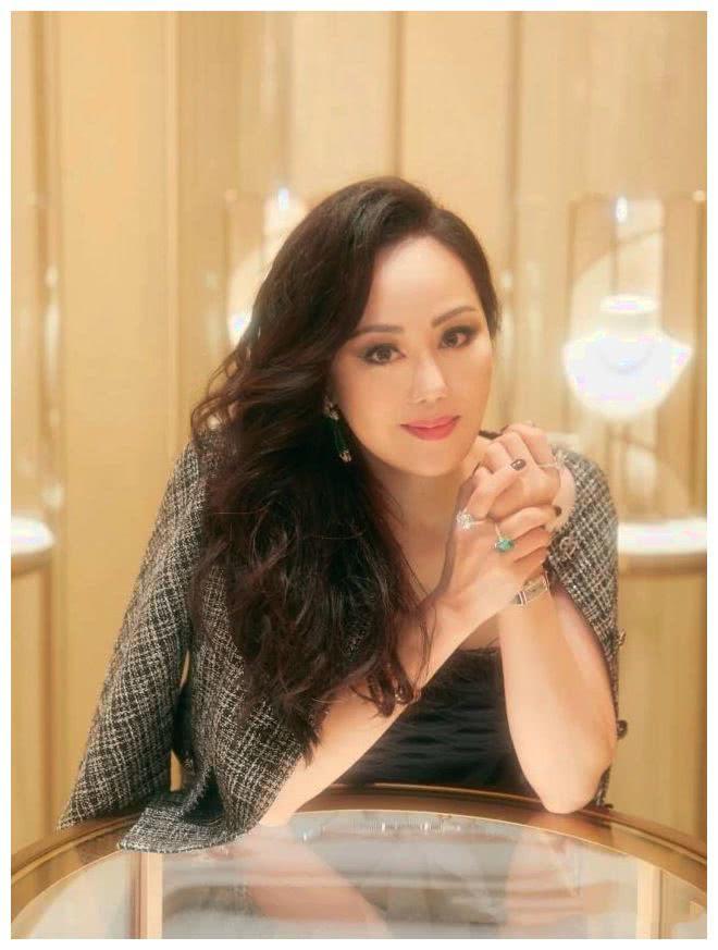 香港头号拜金女,破产后众人等着看她笑话,她却成为顶配名媛!