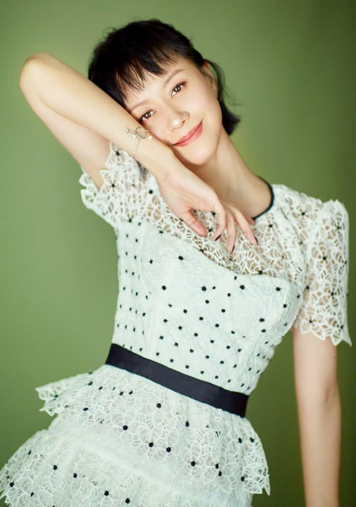 """41岁的倪虹洁是整容了?穿上蛋糕裙像20岁,美回""""祝无双""""了"""