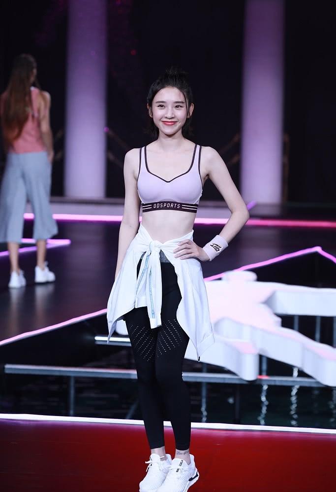唐艺昕婚后首次公开亮相,参加运动内衣走秀身材好无孕相