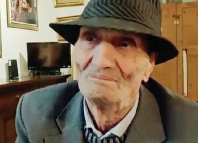 101岁老人办理身份证明,却被告知:让你父母来确认你身份
