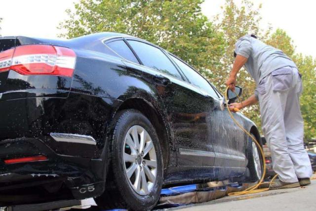 修车师傅提醒:洗车要注意,这几个部位要擦干,否则修车没商量