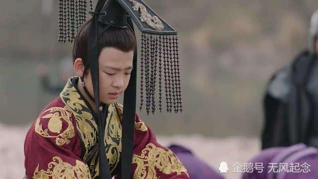 皇帝让大臣找公鸡下的蛋,大臣孙子:这有何难?后来孙子官拜丞相