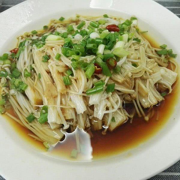 疫情隔离生活用美食来增强免疫力吧 美味的金针菇美食来了!