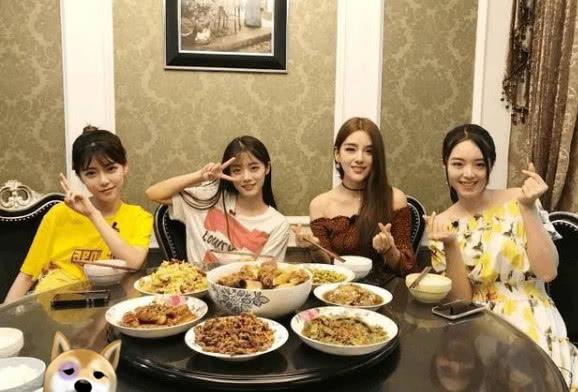 "LPL女解说余霜上综艺,被""阿姨梗""玩懵,管泽元教的不到位?"