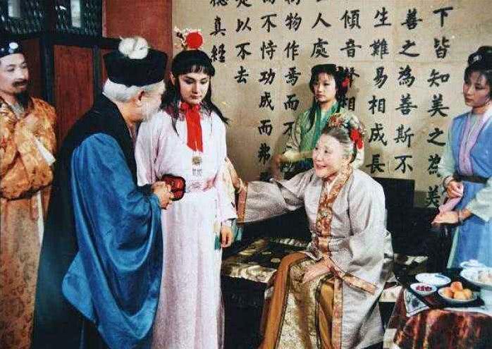 红楼梦里,王夫人精心设下金玉良缘阴谋,很周全,想逼贾母就范