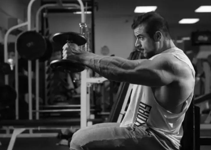 肩部训练很困难?先来了解肩部结构,再选择有效的训练动作