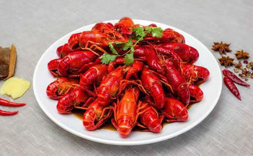 外地人来长沙游玩,必吃的三种美味夜宵,麻辣小龙虾上榜!