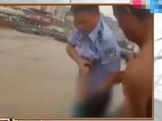 """""""我求你救我了吗""""女子不慎跌入河中,民警将其救起后反被怼"""
