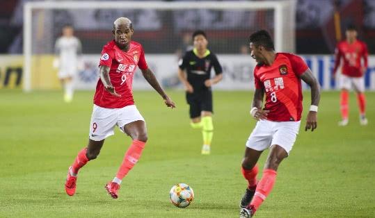 <b>广州恒大海外的球员将陆续归队,俱乐部叮嘱他们路途中做好防护</b>