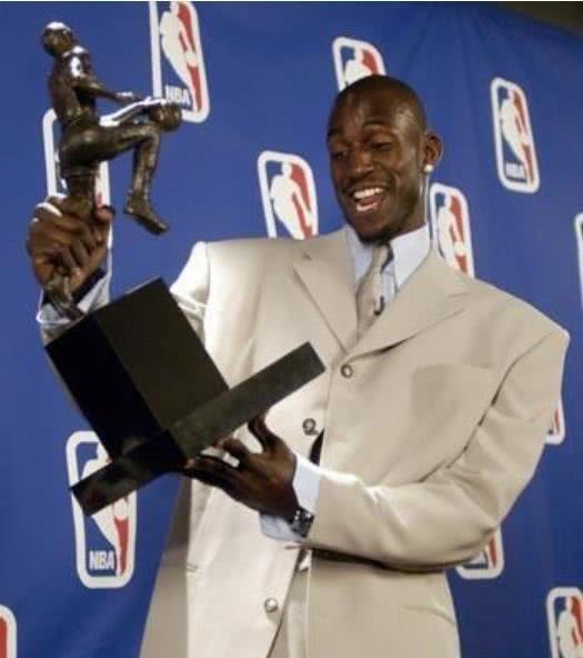 最没悬念5次MVP评选,詹姆斯差1张全票,乔丹72胜打服评委