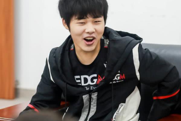EDG外战就软的基因改不掉,冠军杯韩国站,败给QG丢小组第一