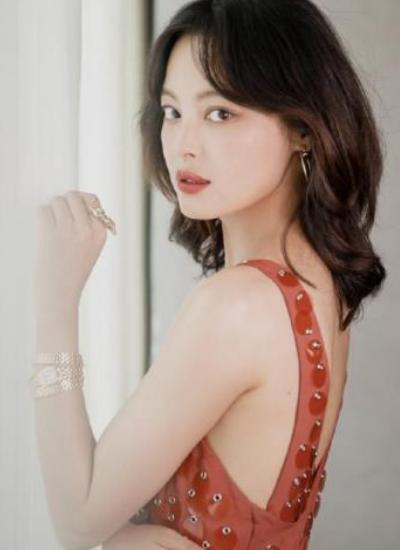 """33岁辛芷蕾终于""""放开了"""",掀开刘海后,真的""""丑爆""""了"""
