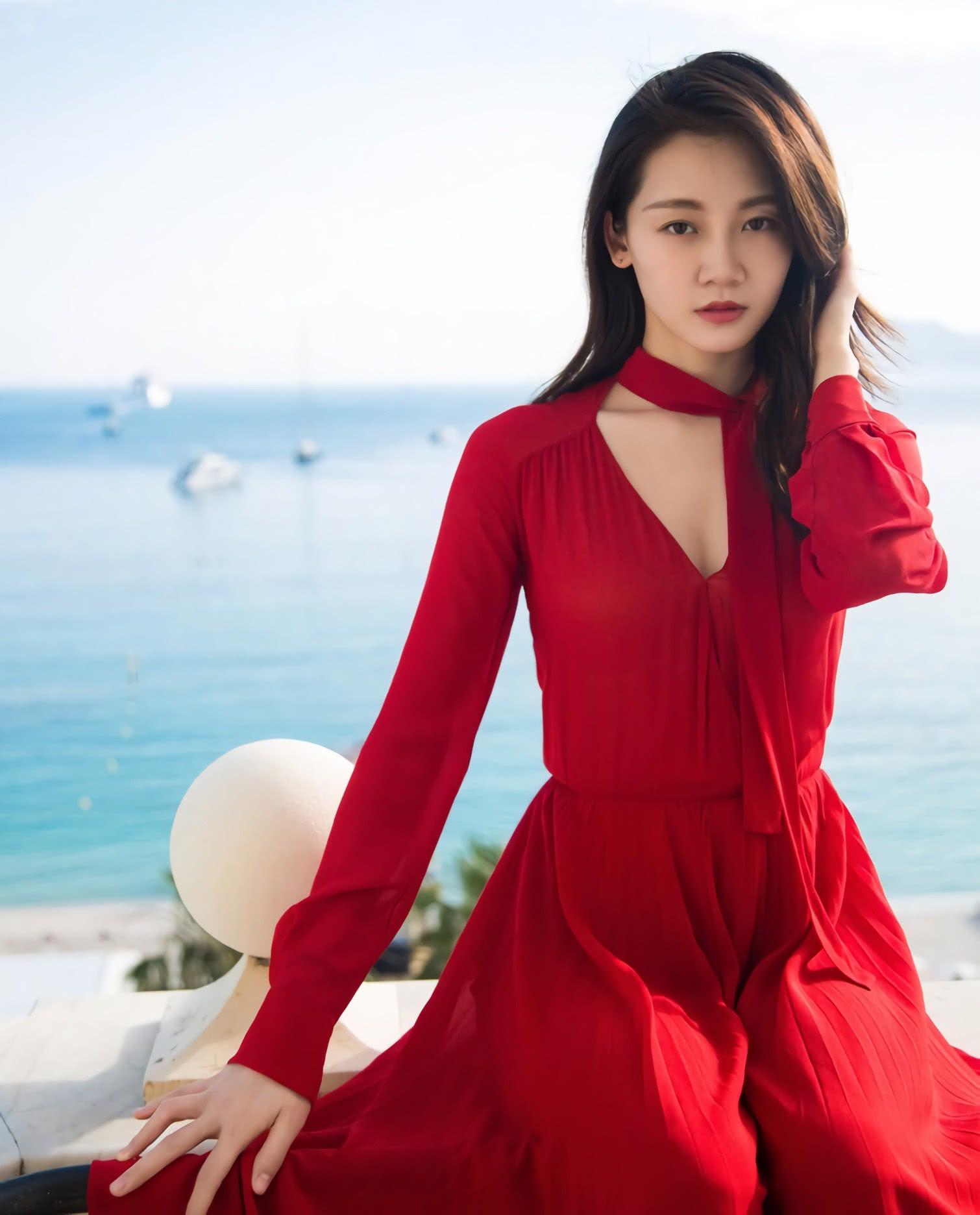 网曝苗苗和郑恺在一起了?看到一袭红装的她,我都想和她谈恋爱!