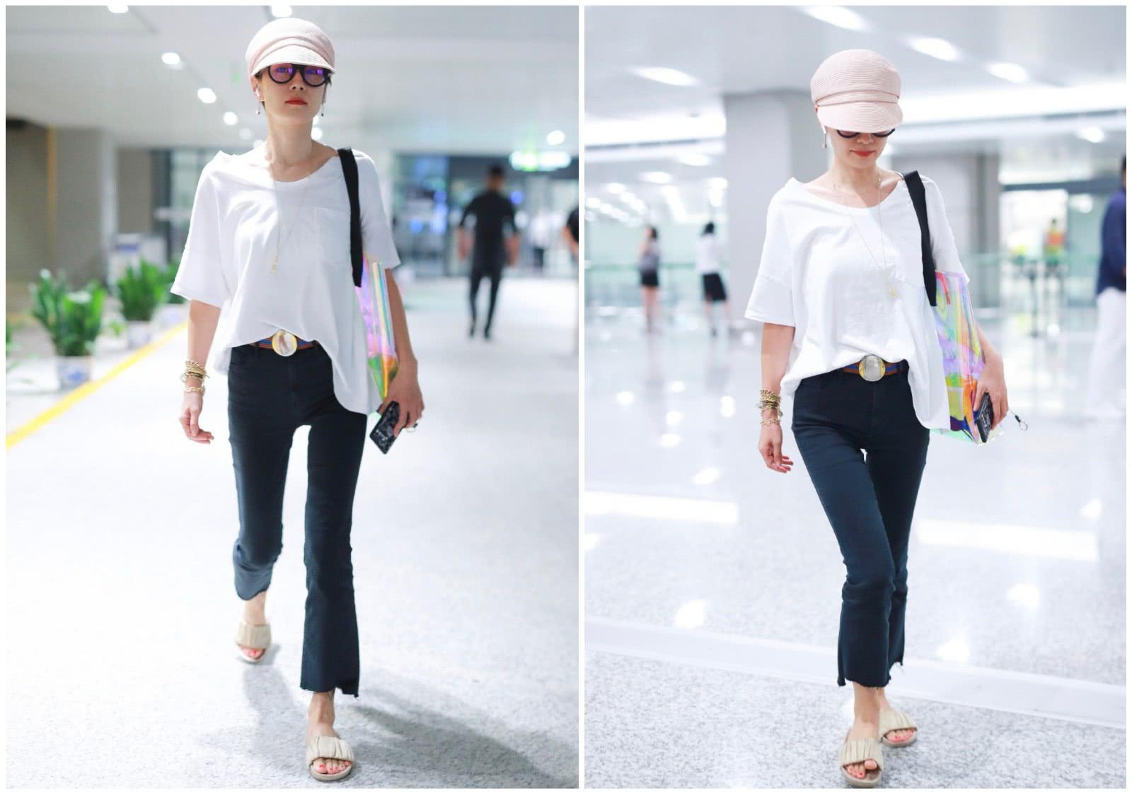 马伊琍不受离婚影响,现身机场穿得低调又帅气,双腿更是纤细修长