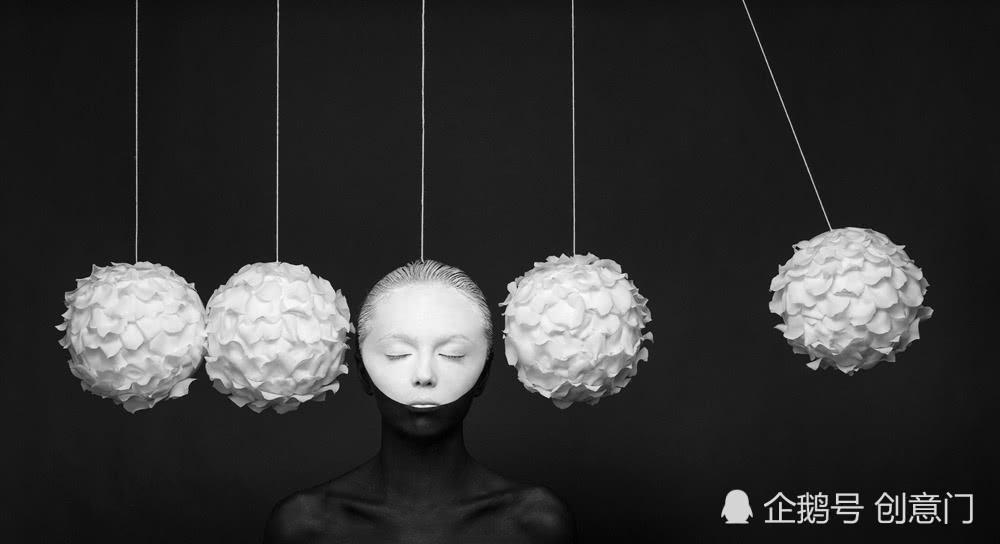 俄罗斯二人组,只用黑白,轻松营造超现实时尚幻觉