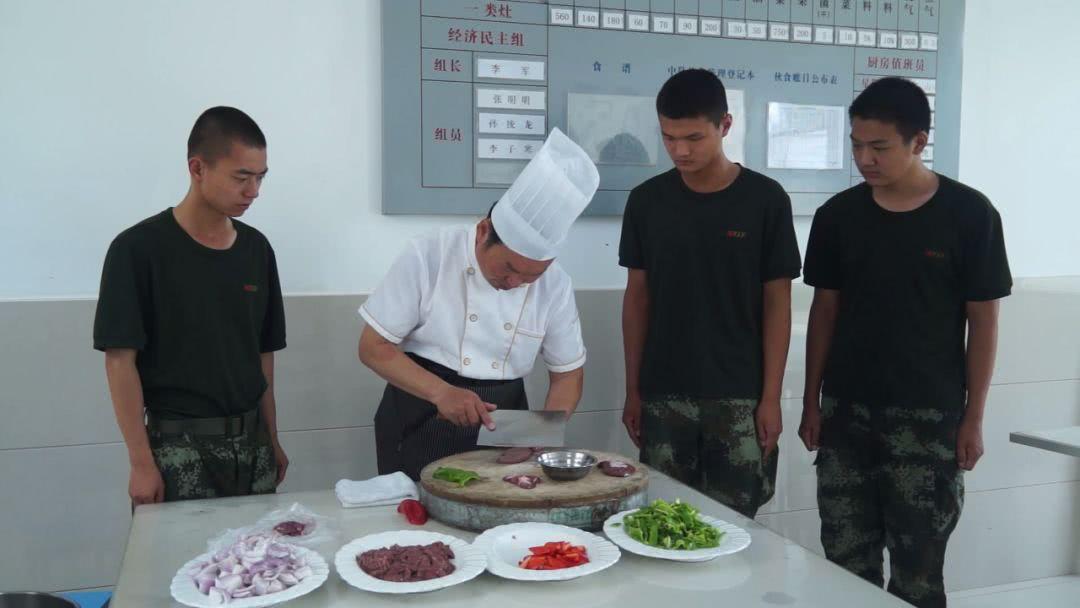 每周为战士们做一道菜,这个淮安人已经坚持了一年多!