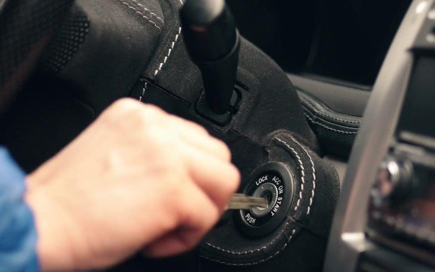 开自动挡汽车,这4个坏习惯不应该有,很容易伤车!