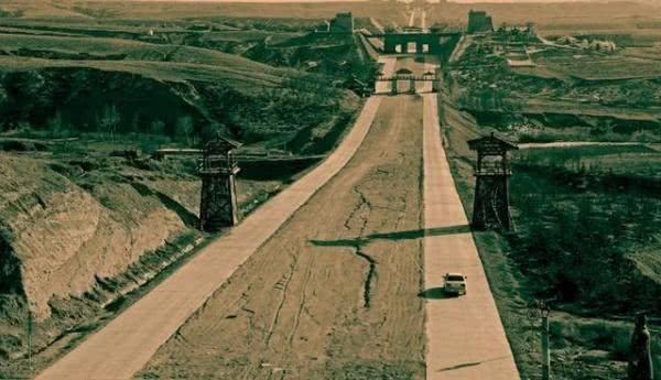 """<b>秦始皇修的这条""""高速公路"""",2000年不长草,秒杀双向8车道</b>"""