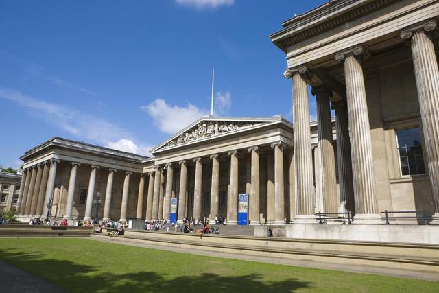 大英博物馆藏有一个怪器,谁要以为它是酒杯就错了,它其实是香炉