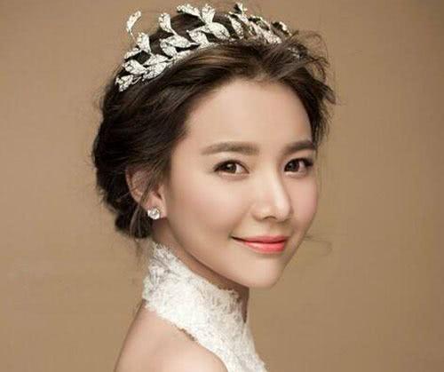 叶罗丽测试:选一款新娘头饰,测你哪个年龄段颜值巅峰,我26岁