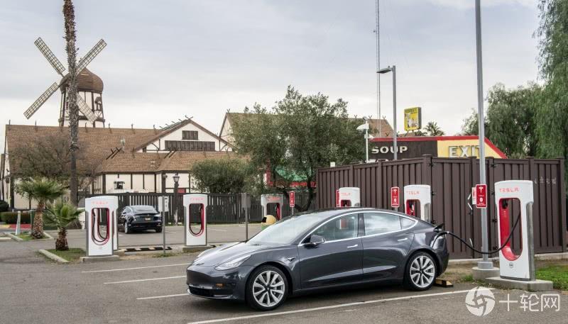 Tesla第二季亏损再次缩小,出货量再创纪录