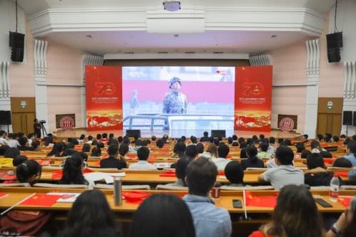 """2000余名中国人民大学师生参加""""庆祝中华人民共和国成立70周年""""活动"""