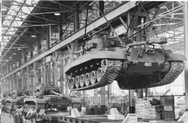 二战美国生产力有多恐怖?一辆谢尔曼被击毁,就有四辆谢尔曼诞生
