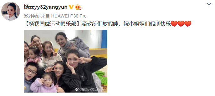 杨威仨孩子近照,欢欢和哥哥杨阳洋摆同款姿势拍照,颜值逆袭超漂亮!