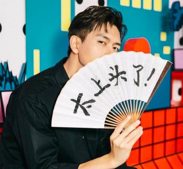 剧火人不火?网曝李现录制节目无粉丝应援,对比邓伦场面尴尬?