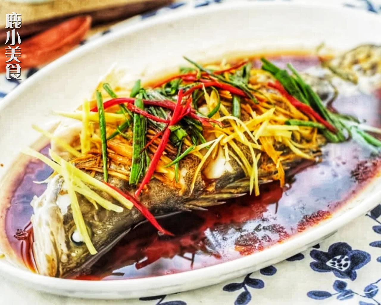 清蒸鱼前先腌制,究竟有多重要用对方法,鱼肉鲜嫩无腥味,香