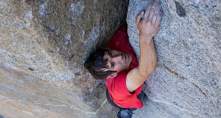 """奥斯卡获奖影片《徒手攀岩》中国版预告发布 书写""""一个现世传奇"""""""